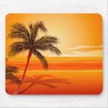 Puesta del sol de la playa de la palmera tapetes de ratones