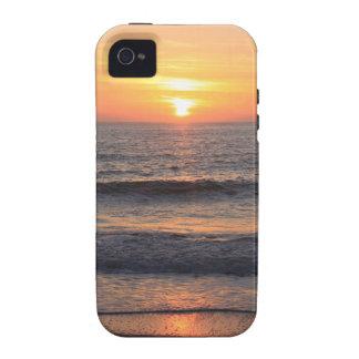 Puesta del sol de la playa sobre el océano iPhone 4 carcasa