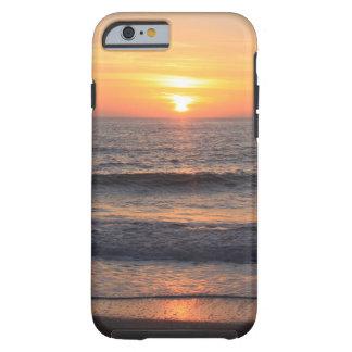 Puesta del sol de la playa sobre el océano funda resistente iPhone 6