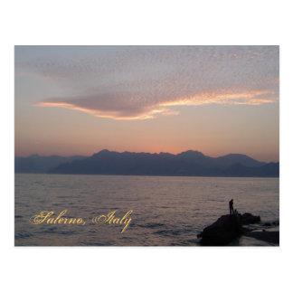 Puesta del sol de la postal de Salerno del italian