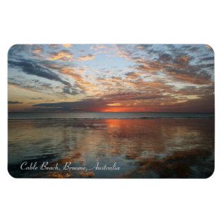 Puesta del sol de la reflexión playa del cable B