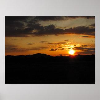 Puesta del sol de la roca de la tabla poster
