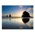 Puesta del sol de la roca del Haystack - playa del Tarjetas Postales