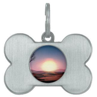 Puesta del sol de la silueta placa de mascota