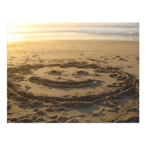 Puesta del sol de la sonrisa de la playa postales