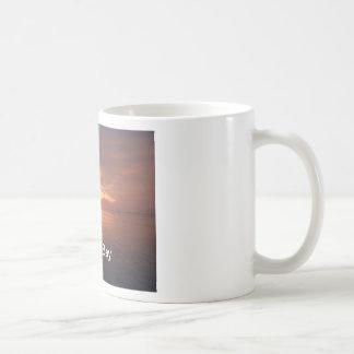Puesta del sol de la taza de café de la foto de Mo