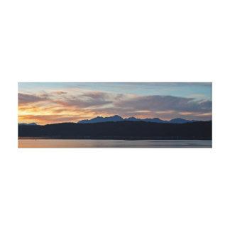 Puesta del sol de las montañas olímpicas en el impresión en lienzo