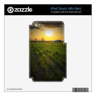 Puesta del sol de las tierras de labrantío iPod touch 4G calcomanía