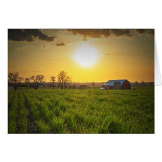 Puesta del sol de las tierras de labrantío tarjeta de felicitación