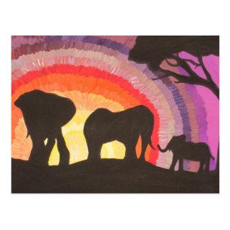 Puesta del sol de los elefantes africanos (arte de tarjeta postal