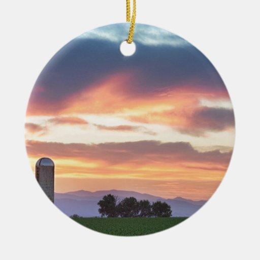 Puesta del sol de los granjeros de Colorado Adorno Redondo De Cerámica
