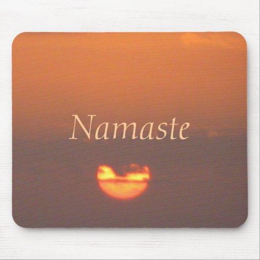 Puesta del sol de Namaste Alfombrillas De Raton