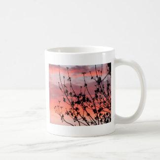 Puesta del sol de neón tazas de café