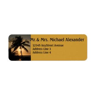 Puesta del sol de oro de la palmera etiqueta de remitente