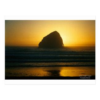 Puesta del sol de oro del océano de la ciudad pací tarjetas postales