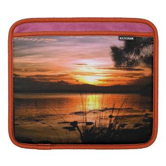 Puesta del sol de oro mangas de iPad