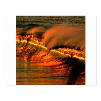 Puesta del sol de oro Puerto Escondido de la onda  Tarjeta Postal