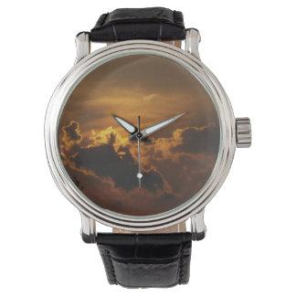 Puesta del sol de oro rural hermosa del país reloj de mano