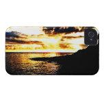 Puesta del sol de oro sobre el agua en Dominica Case-Mate iPhone 4 Coberturas