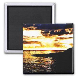 Puesta del sol de oro sobre el agua en Dominica Imán Cuadrado