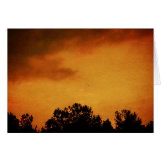 Puesta del sol de oro tarjeta de felicitación