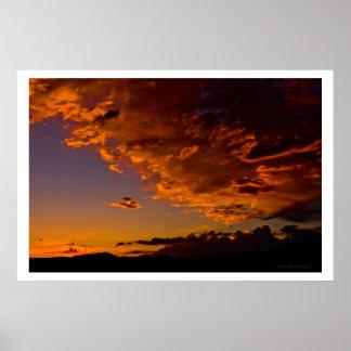 Puesta del sol de septiembre sobre el Mt subió Póster