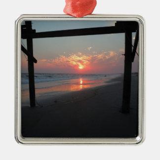 Puesta del sol debajo del embarcadero - isla del r ornamento de reyes magos