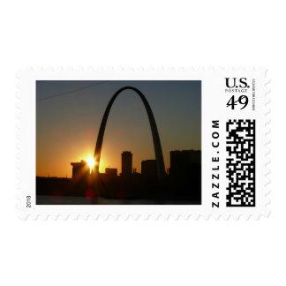 Puesta del sol del arco de St. Louis Envio