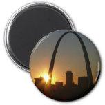 Puesta del sol del arco de St. Louis Iman De Nevera