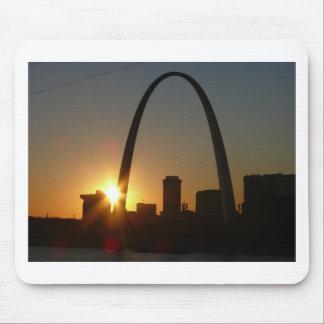 Puesta del sol del arco de St. Louis Alfombrillas De Ratón