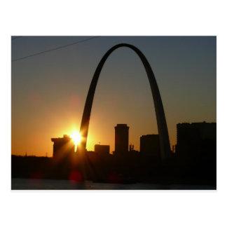 Puesta del sol del arco de St. Louis Tarjetas Postales