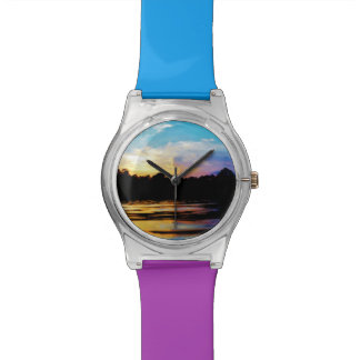 Puesta del sol del arco iris en el lago de la mont reloj de mano