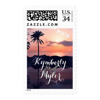 Puesta del sol del boda de playa sello postal