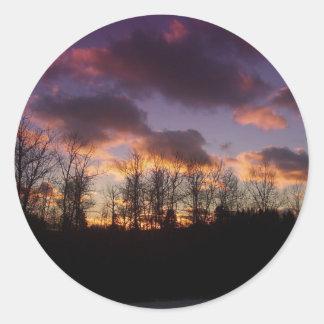 Puesta del sol del bosque pegatinas redondas