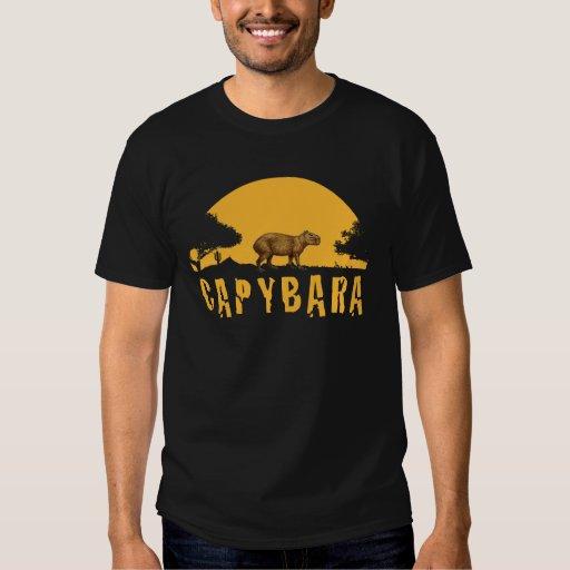 Puesta del sol del Capybara Remeras