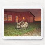 Puesta del sol del && del granero del país alfombrilla de ratones