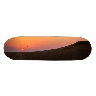 Puesta del sol del desierto en Dubai Tablas De Skate