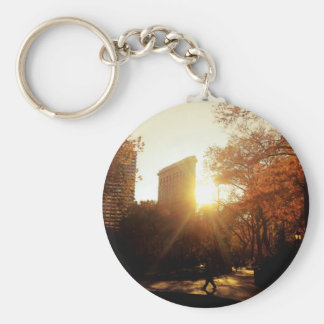 Puesta del sol del edificio de Flatiron en New Llavero Redondo Tipo Pin