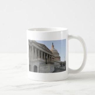 Puesta del sol del edificio del capitolio de los taza