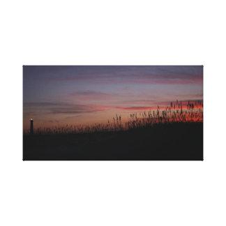 Puesta del sol del faro de Hatteras del cabo en la Lienzo Envuelto Para Galerias