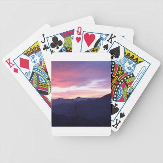 Puesta del sol del frío del paisaje de la montaña baraja cartas de poker