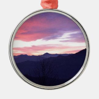 Puesta del sol del frío del paisaje de la montaña ornamentos para reyes magos