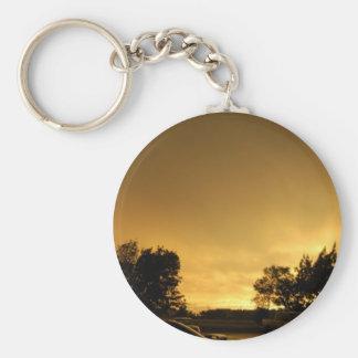 Puesta del sol del fuego llavero redondo tipo pin