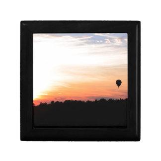 Puesta del sol del globo del aire caliente del cie caja de regalo