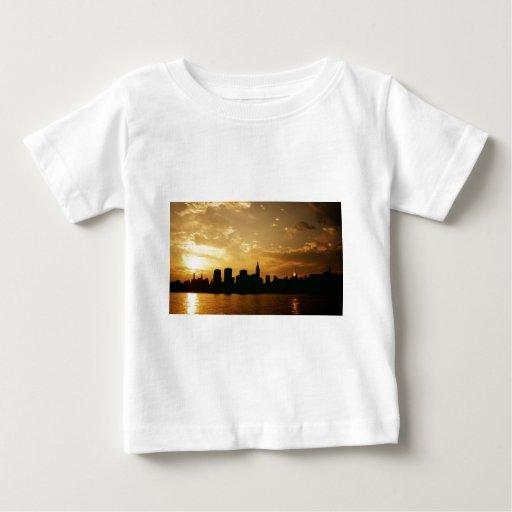 Puesta del sol del horizonte de Nueva York Playera
