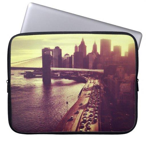 Puesta del sol del horizonte - puente de Brooklyn  Fundas Computadoras