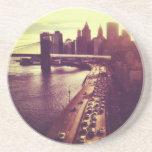 Puesta del sol del horizonte - puente de Brooklyn  Posavasos Manualidades