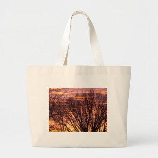 Puesta del sol del invierno bolsas de mano