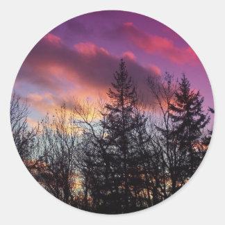 Puesta del sol del invierno etiqueta redonda
