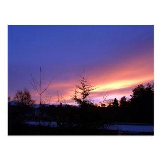 Puesta del sol del invierno sobre Strathspey Postal